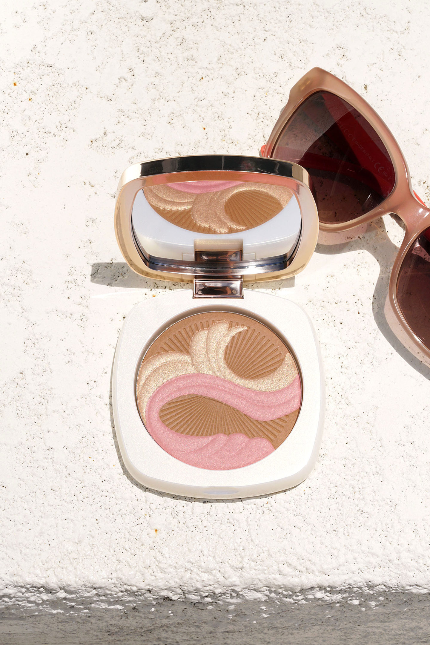 La Mer Bronzing Powder 2018 Review + Swatches via The Beauty Look Book