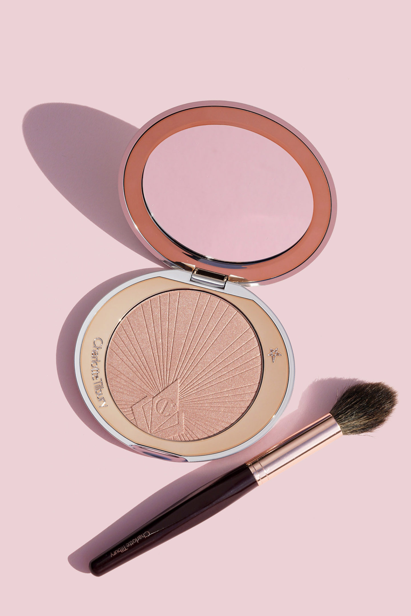 Charlotte Tilbury Hollywood Superstar Glow Highlighter review | The Beauty Look Book